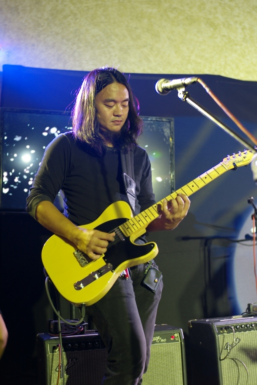 Kakoy Legaspi with his Tele.